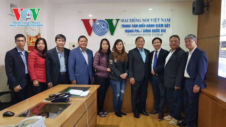 Bộ trưởng Thông tin Vương quốc Campuchia ông Khieu Kanharith đến thăm trung tâm điều hành giám sát mạng phát sóng Quốc gia